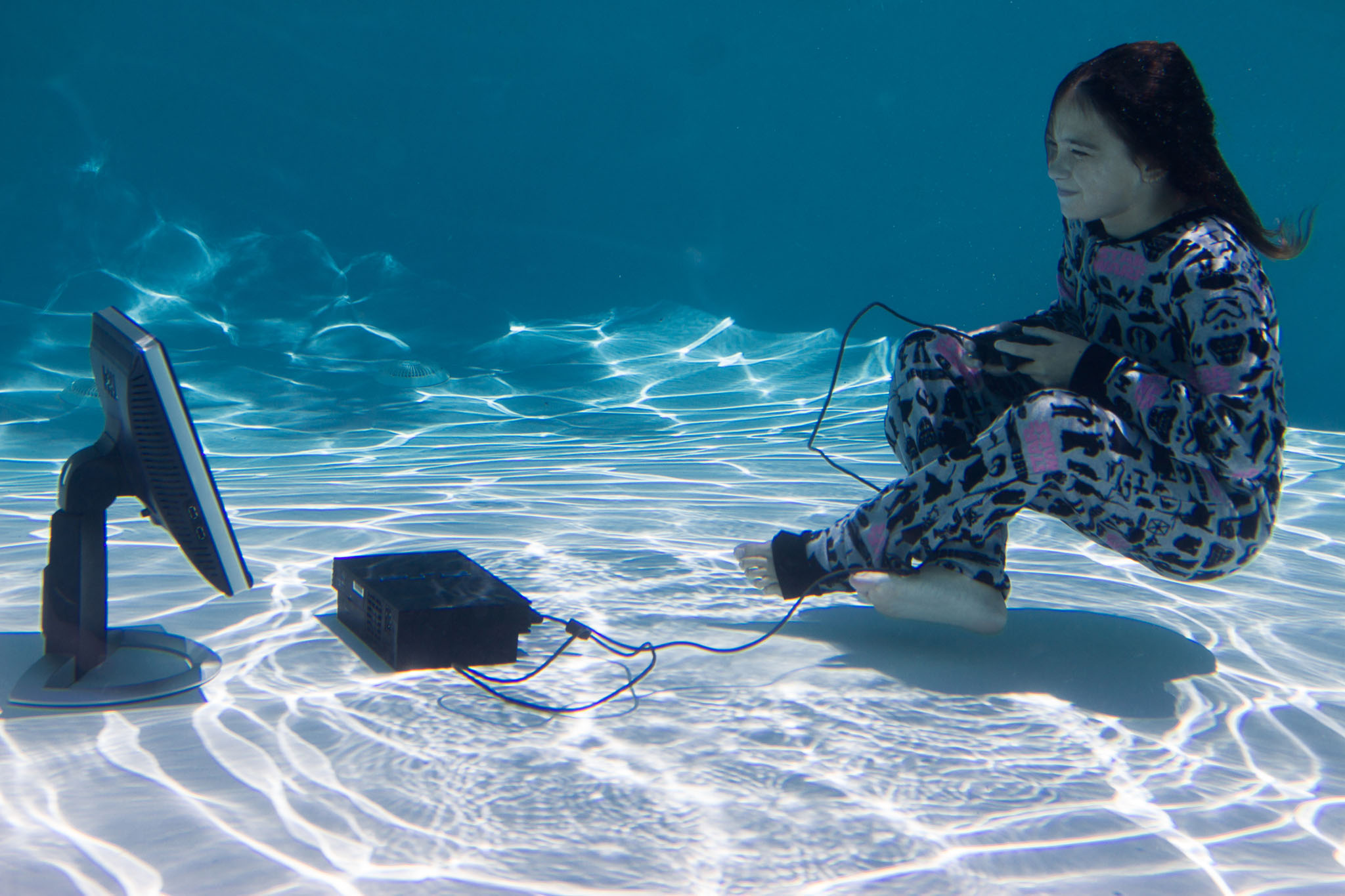 Bella playing playstation under water